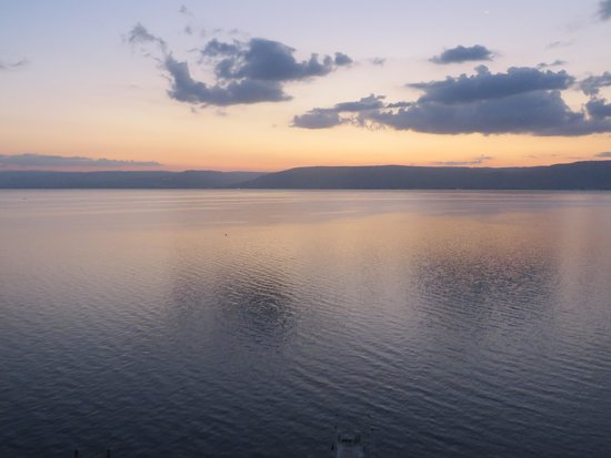 Caesar Premier Tiberias: Sunrise on the lake from my balcony