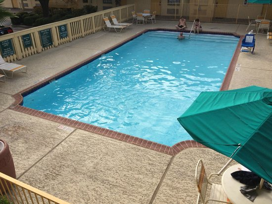 La Quinta Inn Austin South / IH35: did not try the pool, but looks nice