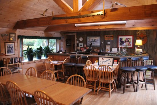 Snowy Mountain Inn: Dining room and reception
