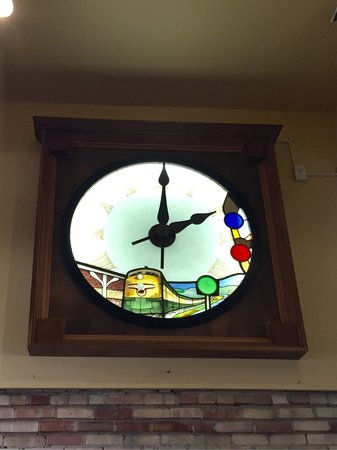 Titletown Brewing Company: Interior... Old clock