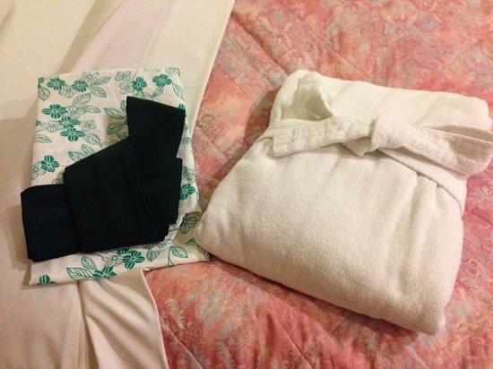 Hotel Kamakura Mori: ガウン+浴衣