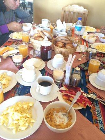 Travellers Inn: El desayuno mmmm rico rico
