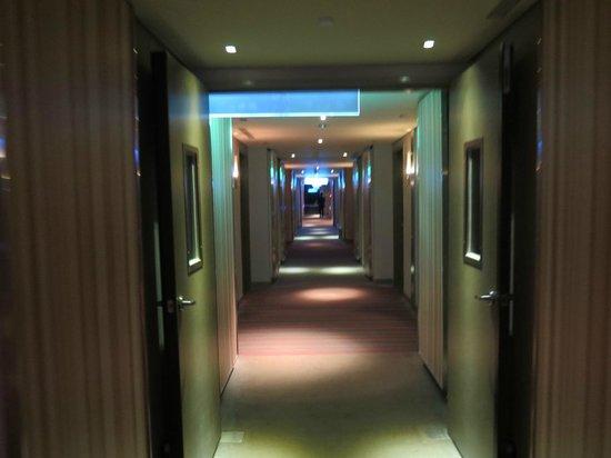 Hotel Novotel Taipei Taoyuan International Airport: The corridor to the room