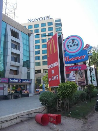 Novotel Ahmedabad: Malls, Multliplexes, Eating outlets in the immediate vicinity