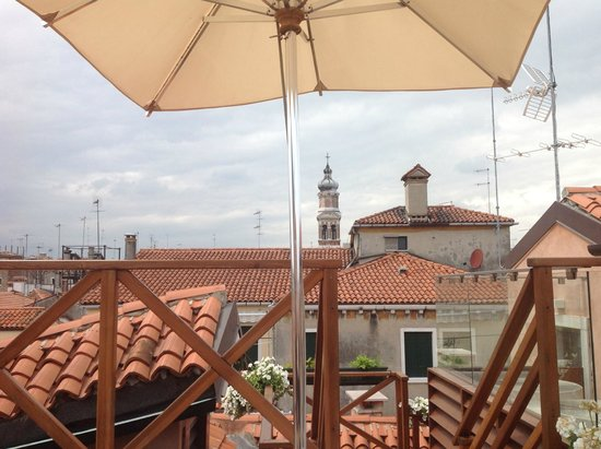 Hotel alla Fava: Rooftop relaxation after a spa treatment across the piazza.