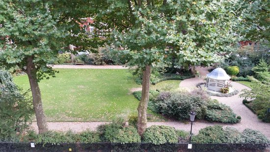 BEST WESTERN Burns Hotel Kensington: View of the park from our room on the 3rd floor