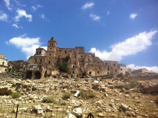 Basilicata, Italia: A pochi km dal mare seguendo per la strada basentana sorge Craco,il paese fantasma.un luogo abba