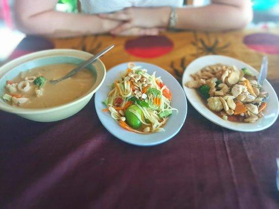 Cafe Wan: Orange curry w/ squid, papaya salad, chicken & mushroom
