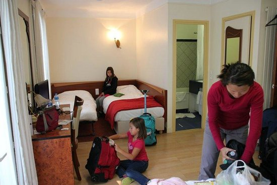 Grand Hotel des Balcons: Messy, but gives a little bit of idea of the layout of family room