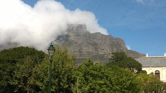 Southern Comfort Guest Lodge: Blick zum Tafelberg