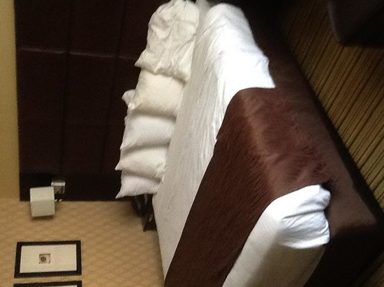 Inn at the Peachtrees: Bed