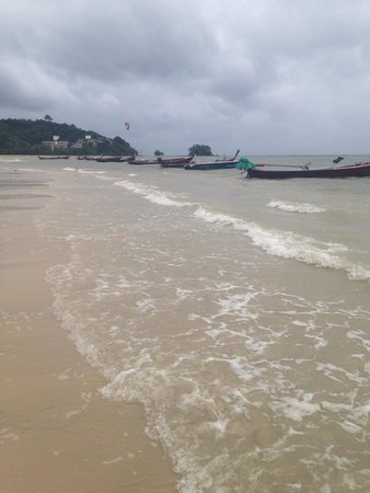 Nai Yang Beach: Warm water and beautiful view