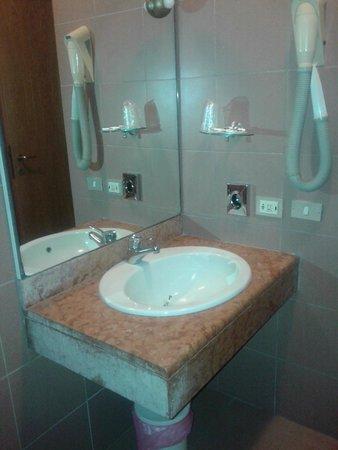 Hotel Borghetti: Ванная комната.