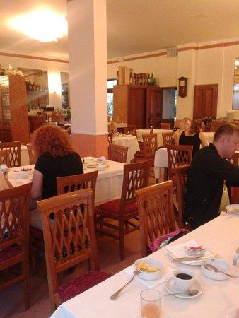 Hotel Borghetti: Ресторан.