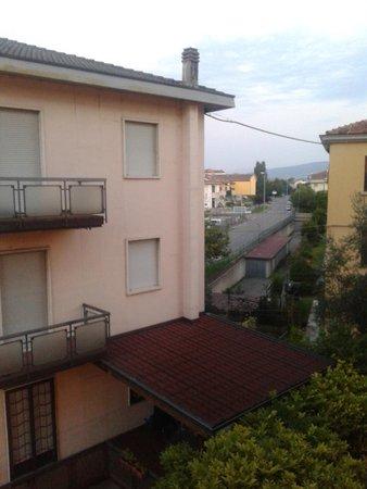Hotel Borghetti: Вид из номера.