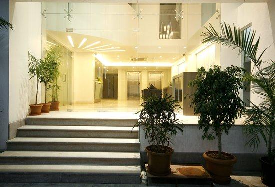 Orbett Hotels: Entrance
