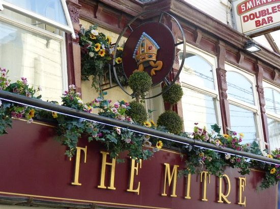 The Mitre Pub: kept in keeping with a pub