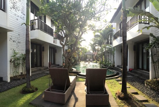 Seminyak Town House : View of the pool and apartments from gazebo