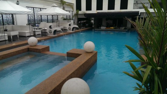 The Roof Top Pool At Night Picture Of Penthouse Hotel Angeles City Tripadvisor