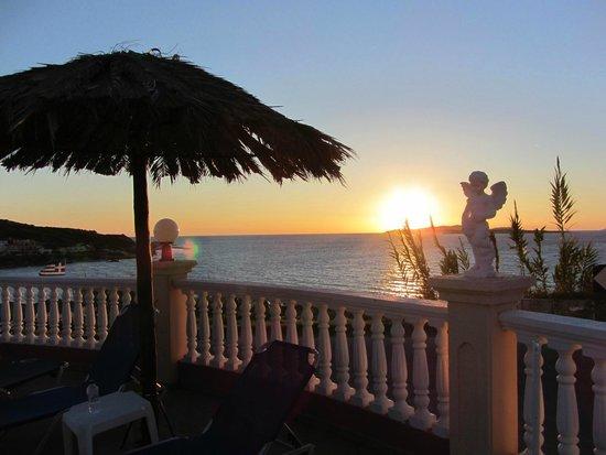 Terezas Hotel: Best sunset views in San Stef
