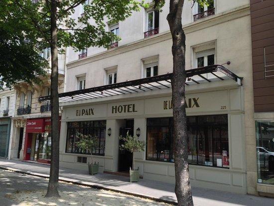 Hotel De La Paix Montparne The Entrance
