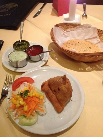 Indisches Restaurant Maharadscha : samosa, dips, poppadom