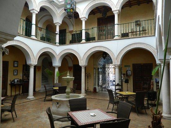 Palacio de los Granados: L'incantevole patio del Palacio