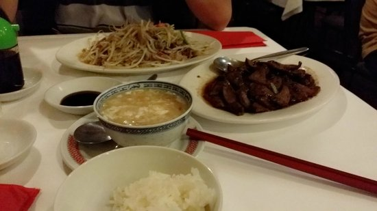 Supper Inn : bean sprout with roasted duck, pork liver with XO sauce, sharp fin soup