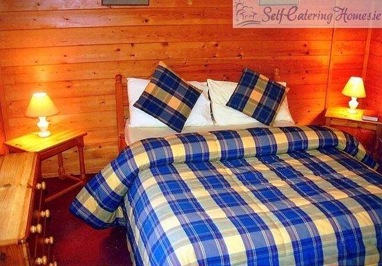 Belturbet, Irlandia: Double Bedroom in Kilcorby Log Cabins