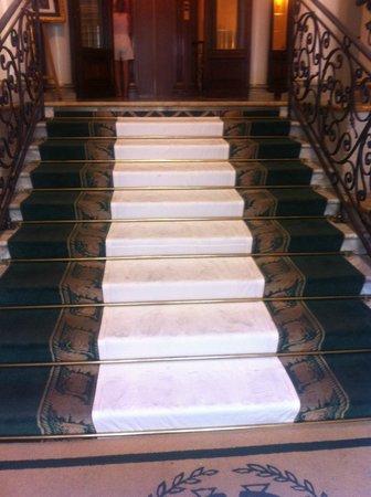 Hotel Giulio Cesare: Stair case
