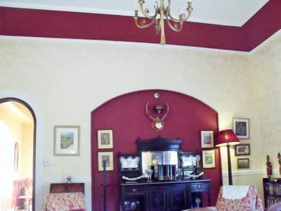 Mallmore Country House: common area