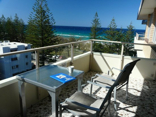 Wyuna Beachfront Holiday Apartments : Lounge