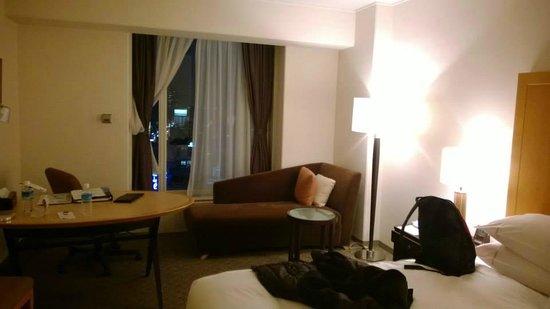 Sheraton Miyako Hotel Osaka: ภายในบริเวณห้องพัก กว้างขวาง อากาศถ่ายเท ดี