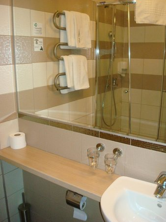 Magnus Hotel : Ванная комната
