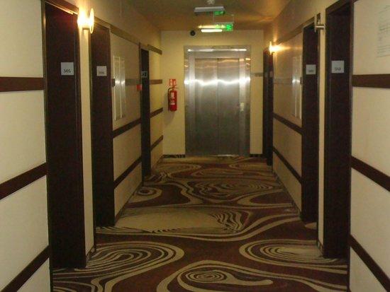 Magnus Hotel : Коридор 5 этажа