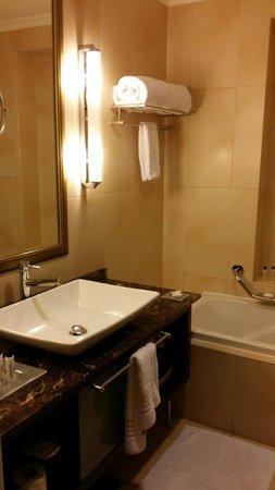 Master Bedroom Toilet master bedroom toilet - picture of marriott executive apartments