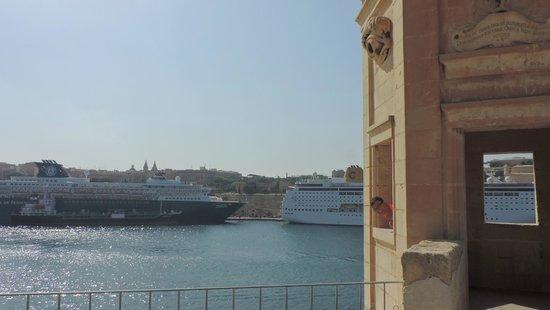 Gardjola Gardens, Senglea (Vista su La Valletta)