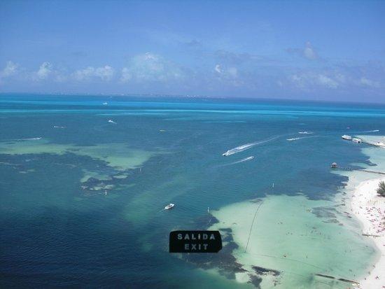 Aquamarina Beach Hotel: Вид со смотровой площадки