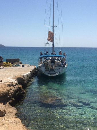 Naxos Town, Greece: Captain Panos' Boat docked for a lunch stop