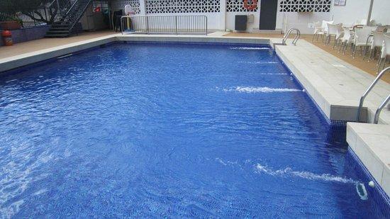 Hotel Maya Alicante: Pool on site