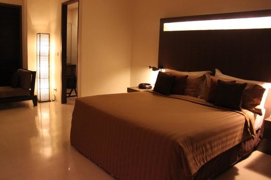 Ahimsa Beach Resort: Spacious bedroom