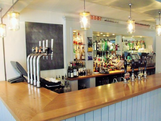 Lion + Pheasant Hotel: bar