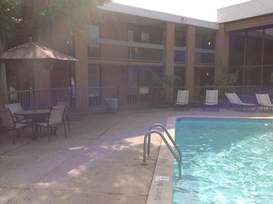 Quality Inn Exit 4: swimmingpool