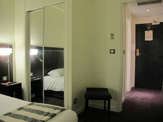 Kyriad Paris 10 - Gare De L'Est : Newly renovated rooms