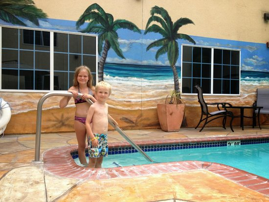 Holiday Inn Express Hotel & Suites Hollywood Hotel Walk of Fame: poolen