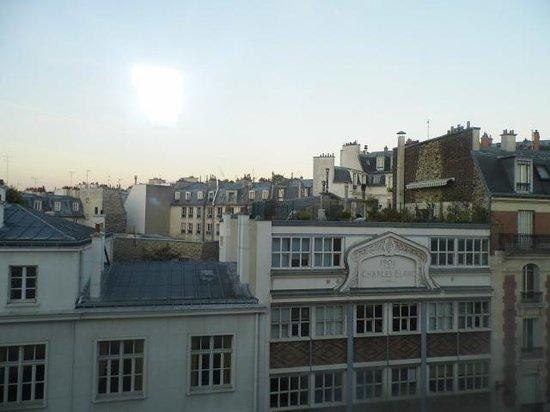 Hotel Paris Bastille: Vista habitación piso 6