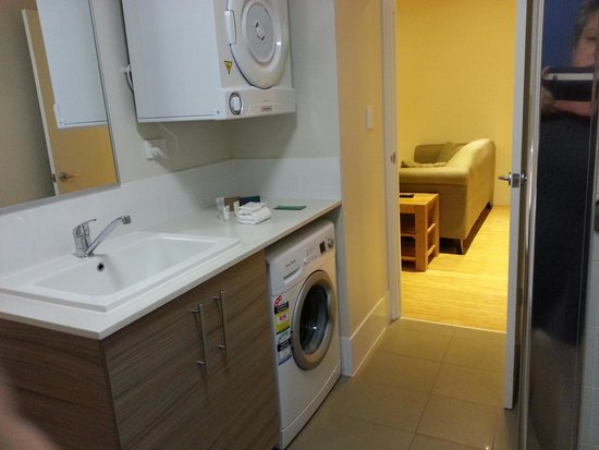 Airport Apartments by Aurum : Fully equipped laundry
