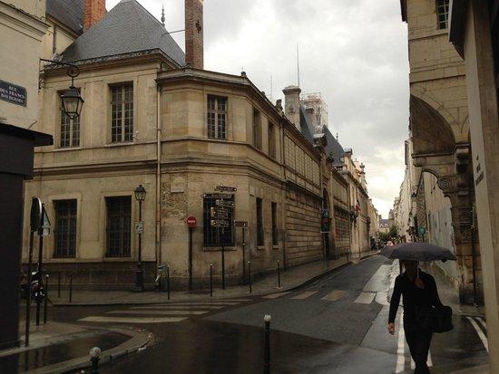 Place des vosges galerias picture of le marais paris tripadvisor - Location marais paris ...