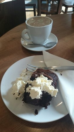 Town Cafe : Coffee and chocolate brownie