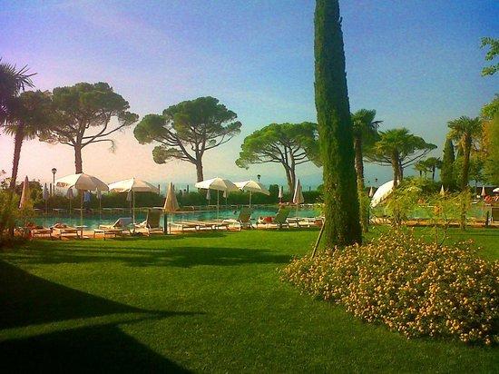 Hotel Corte Valier: giardino con piscina
